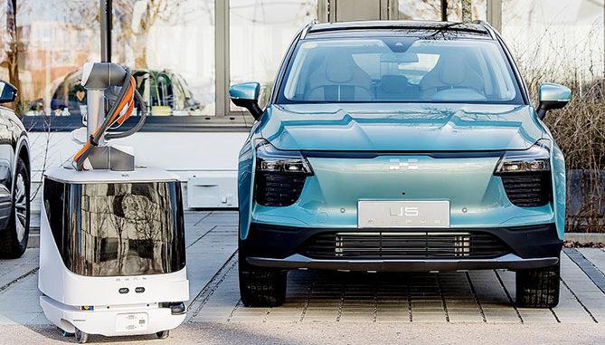 Aiways CARL EV charging robot